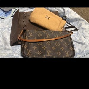 Louis vuitton pochette accessories